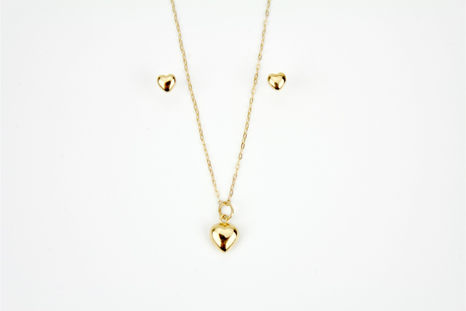 Simple heart design pendant with complementary stud earrings on matching cable link 18inch or 45cm chain