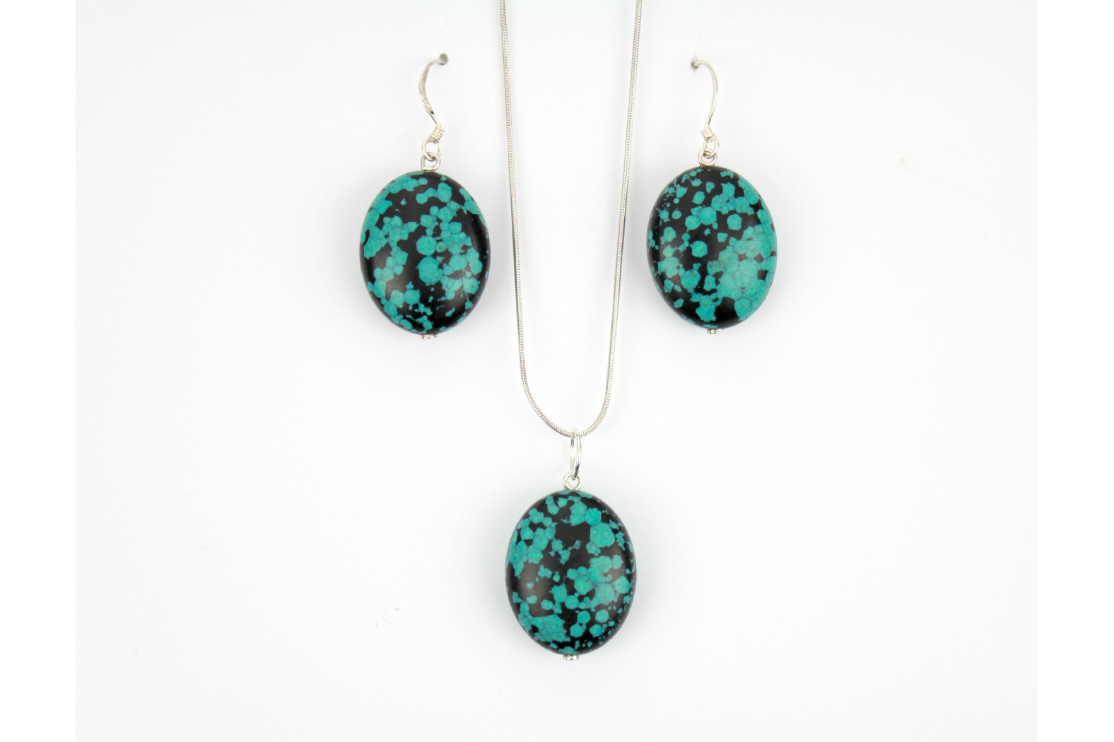Mottled Turquoise Oval shape with matching drop earrings on 18inch or 45cm Snake Chain.