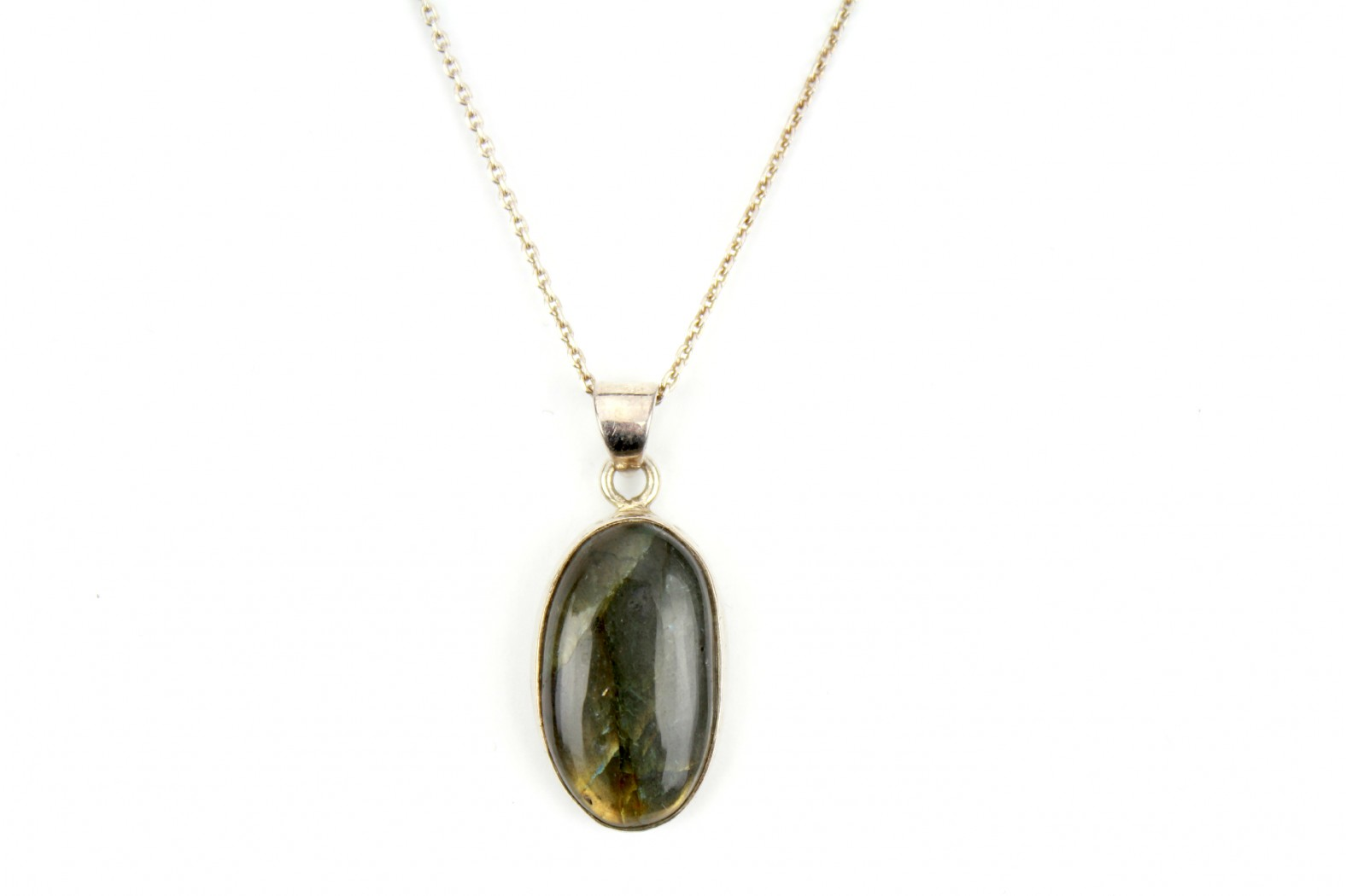 Green Labradorite set in thick silver on 18ins 45cm cable chain