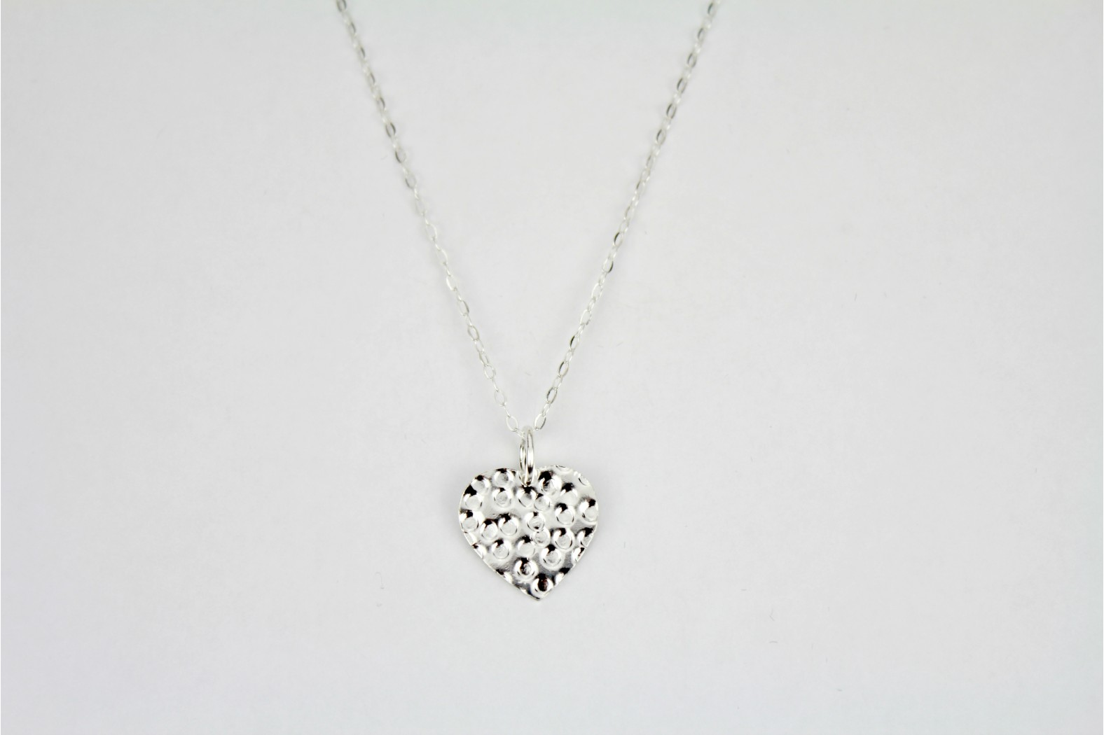 Contemporary polished patterned heart on 18ins 45cm lightweight link chain