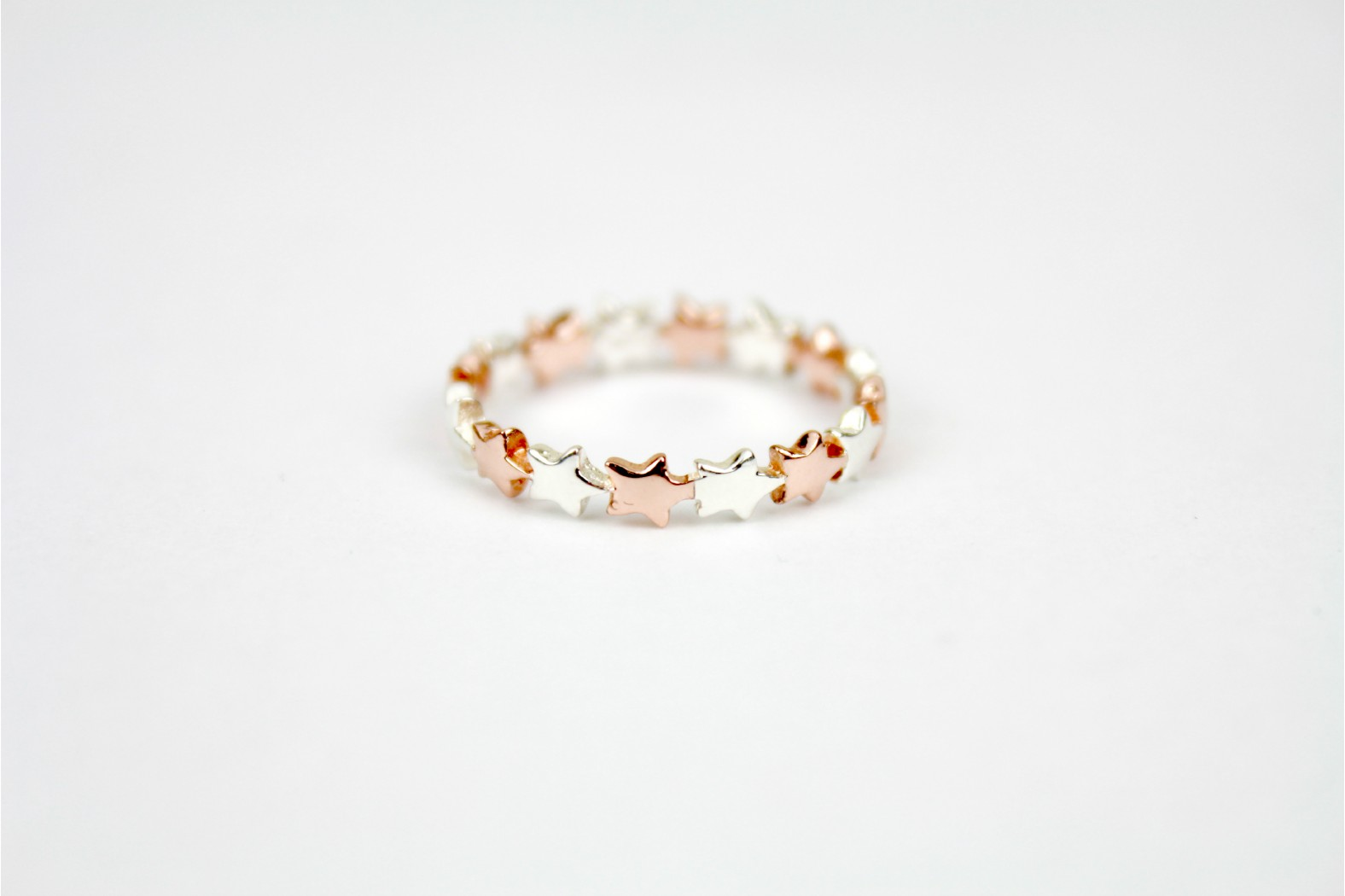 Beautiful complete star design all round silver/rose gold size 9 or R