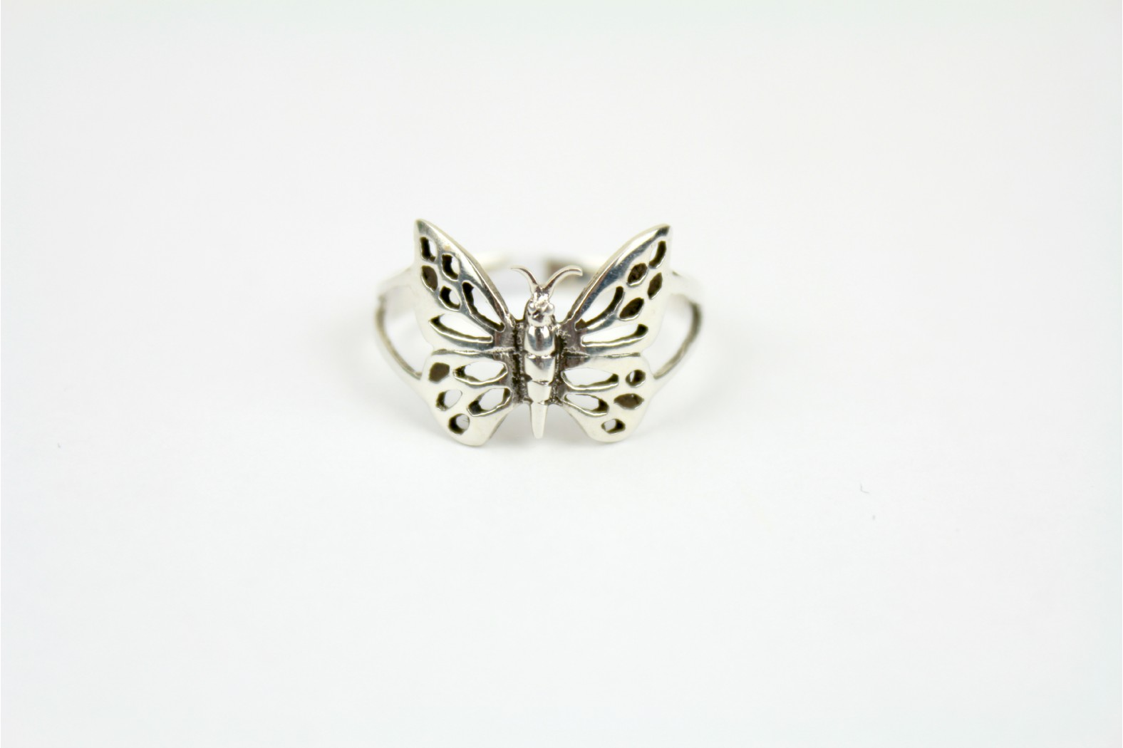 Simply stunning filigree design butterfly size 9+ or S