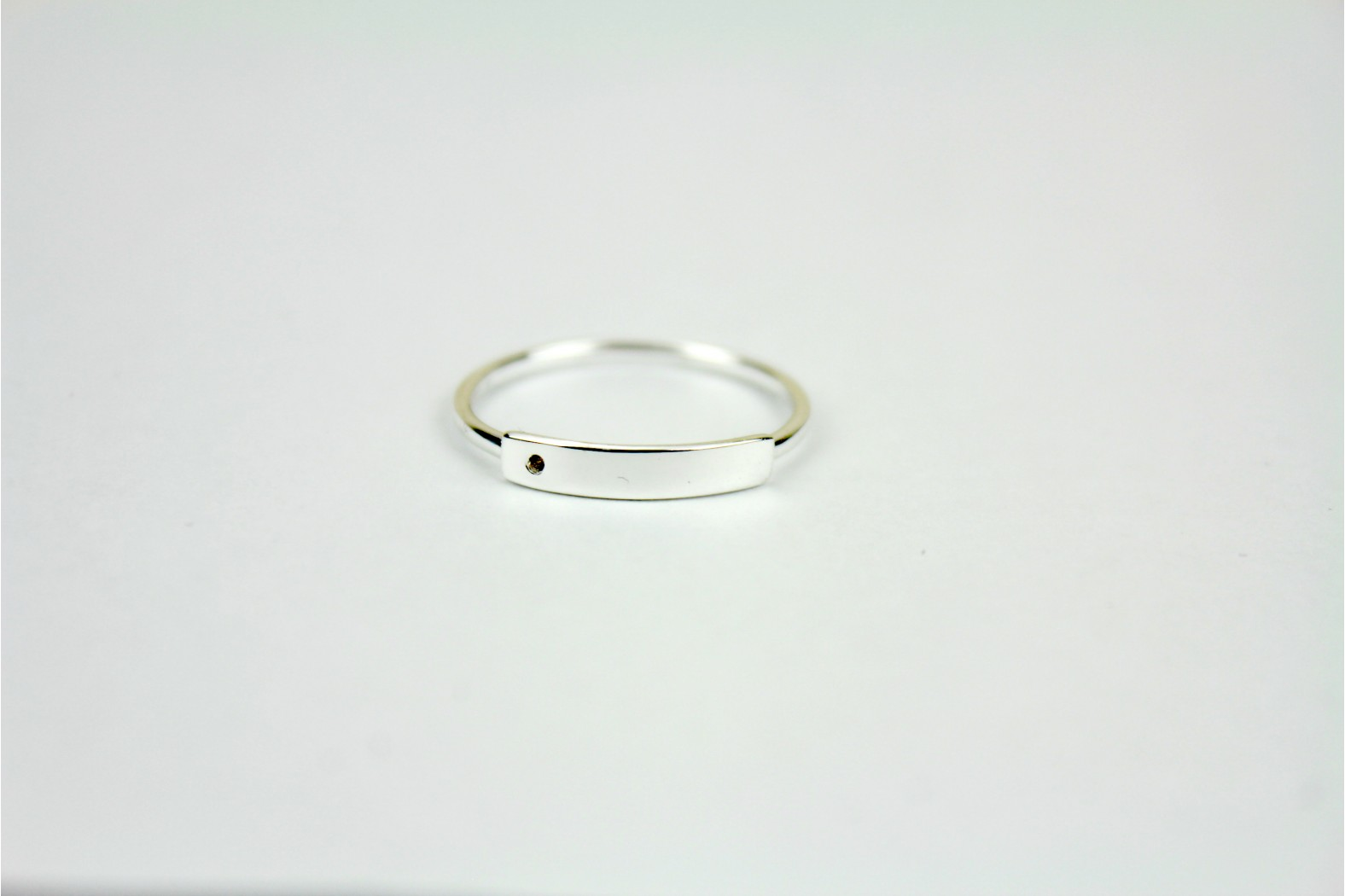 Silver Thin band with thicker shaped top size 8 or P