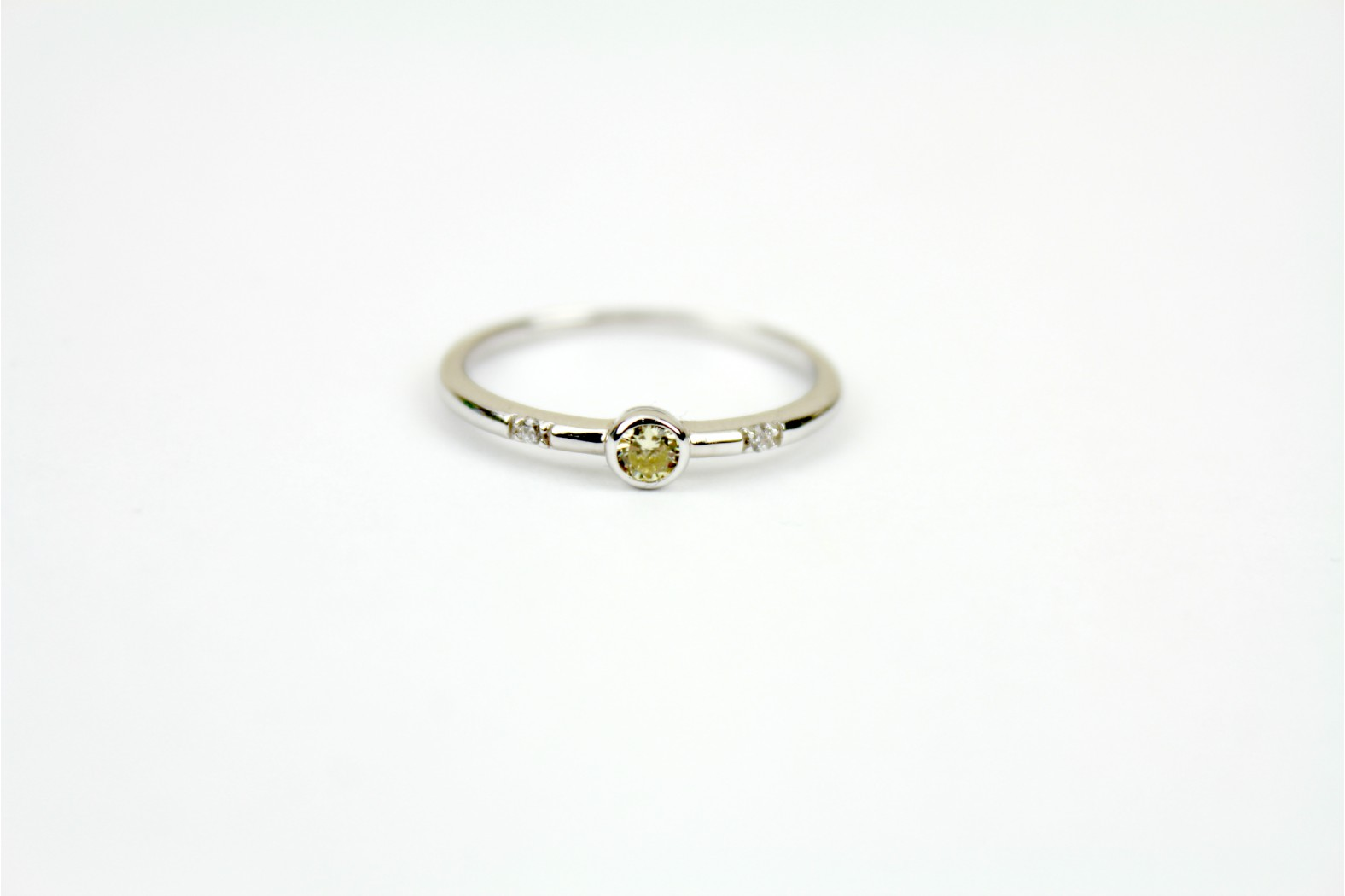 Beautiful hint of citrine with clear shoulder inlays size 7 or N