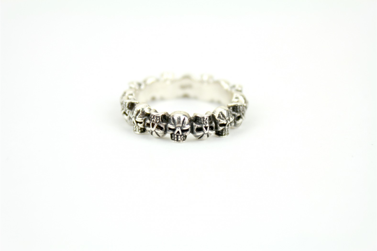 Multi scull band gothic style size 8 or P