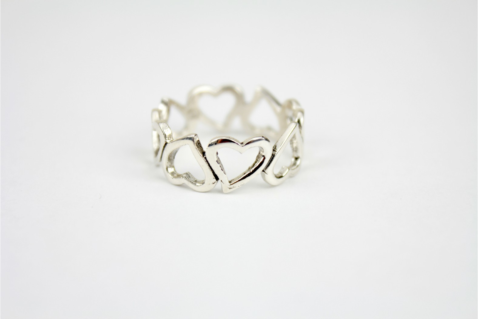 Beautiful contemporary design large open heart size 8 or P DELIVERY 10 WORKING DAYS