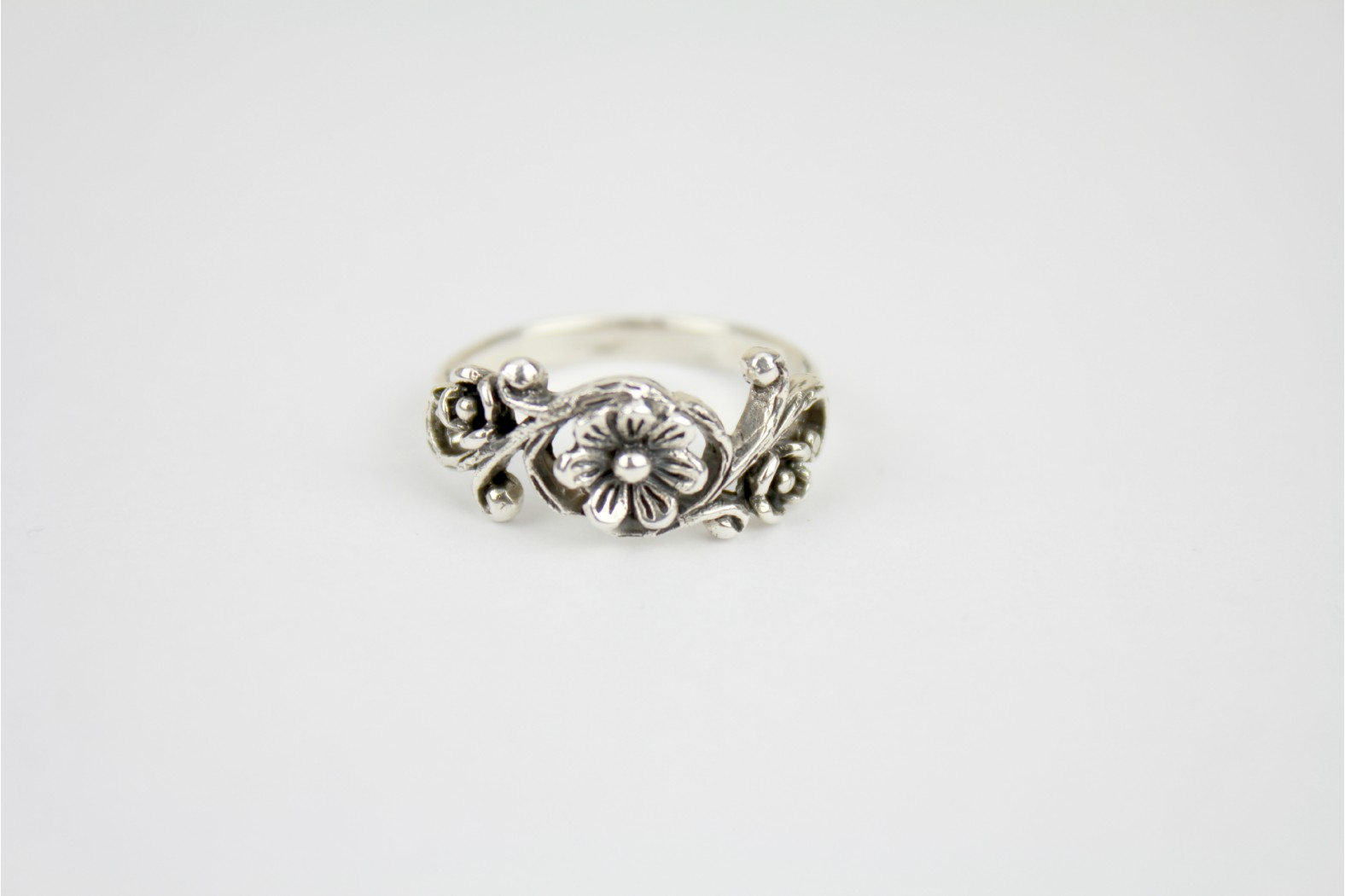 Simple Floral aged silver design size 8 or P