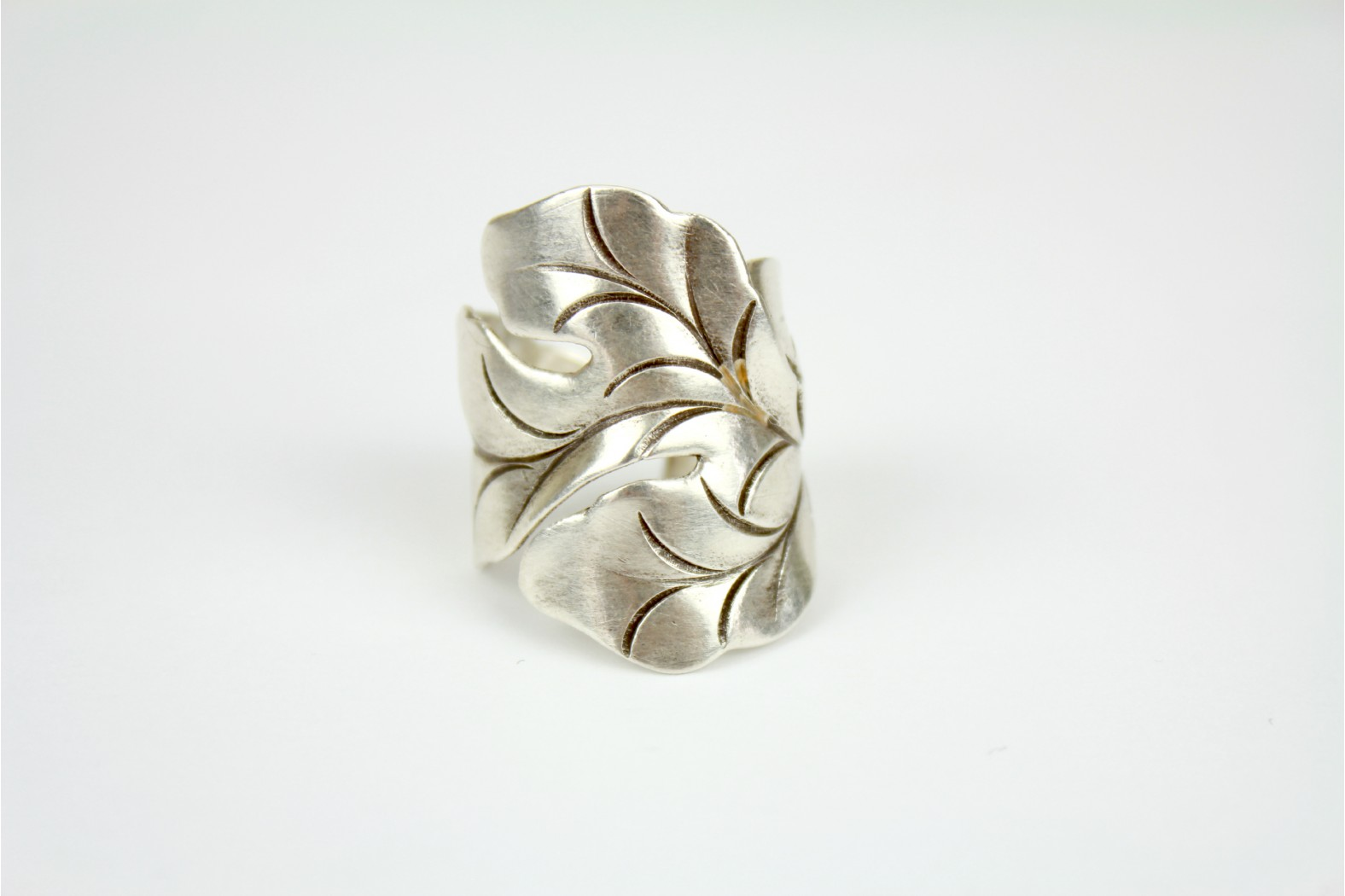 Gorgeous chunky One piece silver etched Leaf design Adjustable size 10 or T  TEMPORARILY OUT OF STOCK.