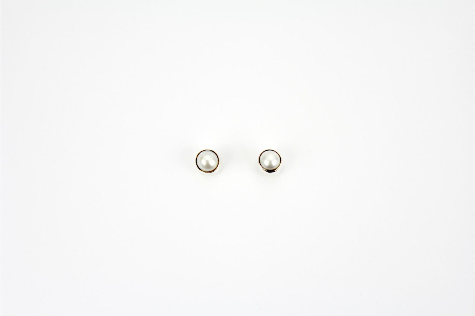 Austrian Crystal claw set stud earrings purple 3mm.small